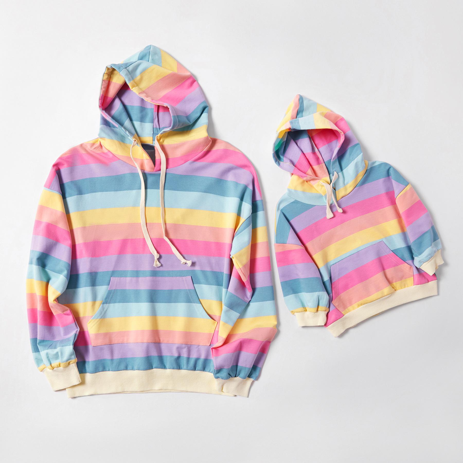 Regenbogen-Gestreifte Hoodies für Mama und Mich