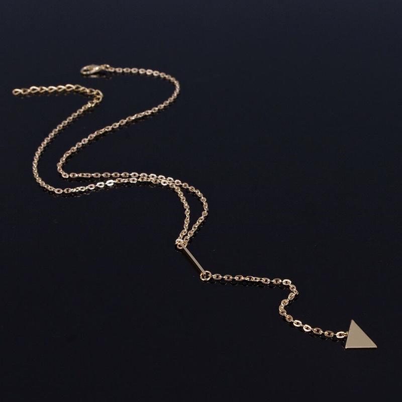 Image of elegante collana a catena arredamento triangolo in oro per le donne