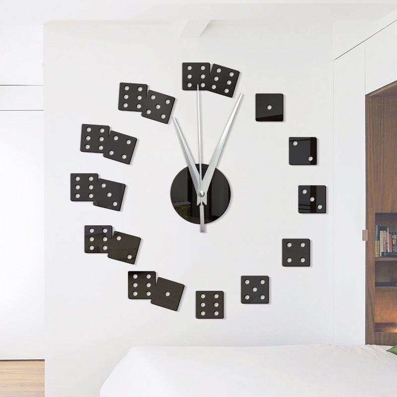 Image of creativo forma dadi orologio da parete a specchio